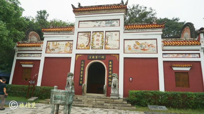 湘妃祠,始建于战国晚期,是祭祀君山,湘水神的祠庙,神主传为二
