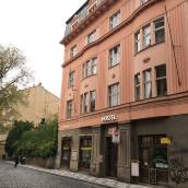 羅斯瑪麗酒店
